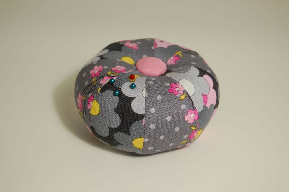 591PC - Sehlbach & Whiting Daisy Mae Round Pin Cushion - Pack of 1